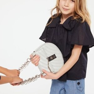 低至5折 Prada超粉嫩卡包$190收Net-A-Porter 精选设计师大牌美包热卖 Chloe、Fendi都参加
