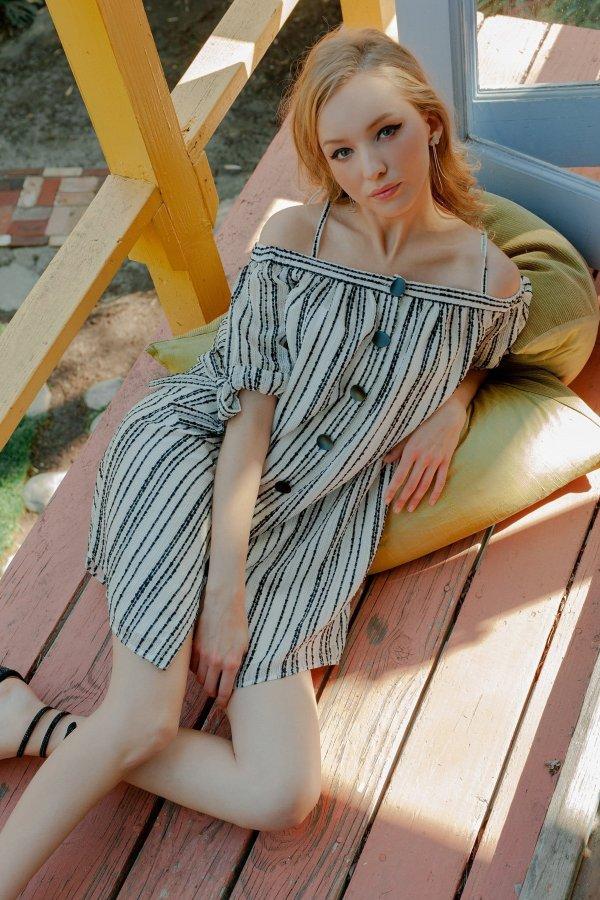 条纹连衣裙