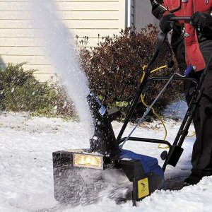 $179.99(原价$252.98)Snow Joe SJ623E 18英寸电动铲雪机 大雪来临时才懂你的好