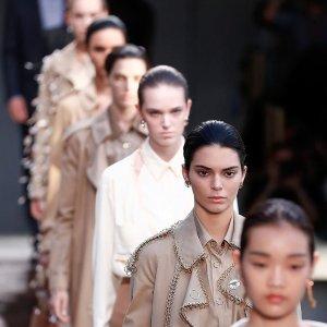 独家8折 近距离接触时尚第一线LFW 伦敦时装周门票9月首次对外开售 你迈入时尚界的第一步