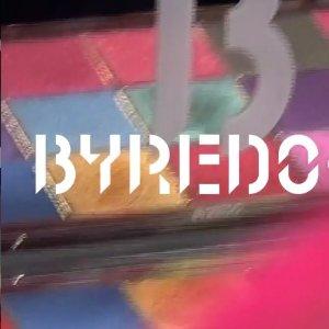 €34.5收弯曲唇膏Byredo x Off-White联名香氛上新 彩妆笔、眼影盘补货等你收