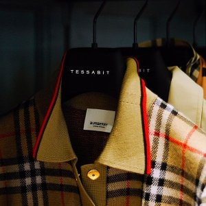 低至4折+额外8折+包税Burberry 美衣包包热卖,卡包$105,Farringdon 风衣$685