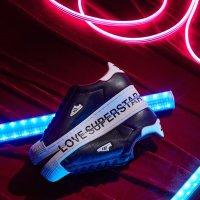 Adidas Superstar情人节男女同款
