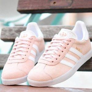 低至5折 Adidas Nike 樱花粉、薄荷绿款小椰子 NB都有JD Sports 精选少女系运动鞋折扣热卖 收Puma 粉嫩蝴蝶结鞋