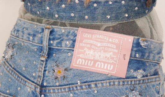 Miu Miu X Levi's 联名预告 五月中旬上市Miu Miu X Levi's 联名预告 五月中旬上市