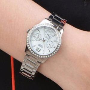 $80.99(原价$220)CITIZEN 典雅珍珠母贝施华洛世奇水晶时装女表