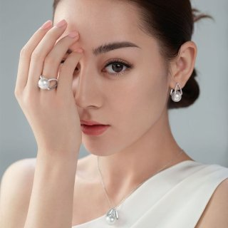 Up to $700 Gift CardMikimoto Pearl Purchase @ Saks Fifth Avenue