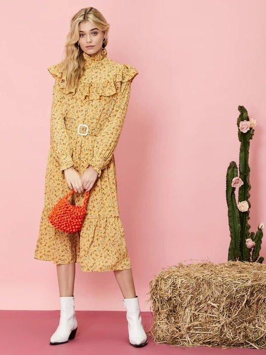 黄色碎花连衣裙
