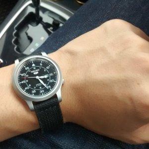 $65.64(原价$185)Seiko 5  SNK809  男款帆布表链日本自动机械腕表