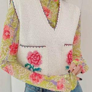 8.5折起 收赵露思同款条纹开衫EENK 春天花园少女风穿搭 刷爆某书的这几件衣服原来是它!