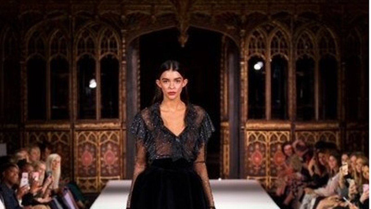 Harvey Nichols 2019 秋冬时装秀 | 曼城大教堂秀场美的仿佛童话🌸🧚