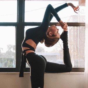 6折起+免邮 $34收吊带内衣上新:Alo Yoga 折扣区 Ins博主的爱 $65收高腰拼接款 legging