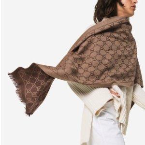 无门槛6.5折+免邮 £178收!Gucci 围巾全场大促 经典老花羊毛款全在线 走货飞快