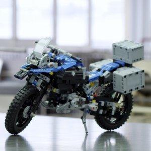 现价£44.99(原价£54.99)LEGO 乐高科技系列 42063 宝马合作款摩托车