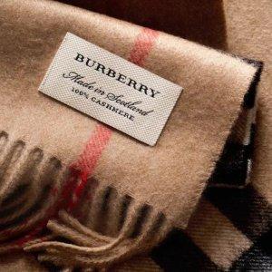 低至6折+送$75礼卡,入经典大格子Burberry 英伦风格子羊绒围巾,丝巾等热卖