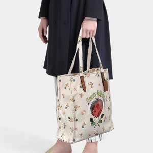 Coach POISON APPLE TOTE IN CHALK COTTON @ Monnier Frères US & CA
