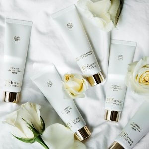 $69 ($110 value) + Free ShippingSpa Experience Facial Set  @ Eve by Eve's