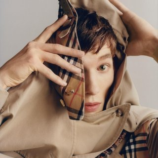Up to $700 gift cardBurberry @ Saks Fifth Avenue