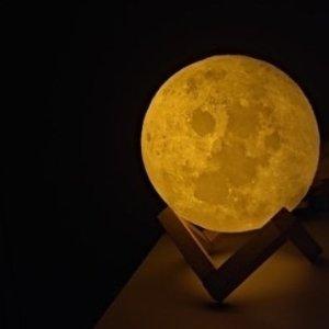 现价£17.98(原价£24.99)浪漫爆表的3D月球灯热促 摘下整个月亮送给你