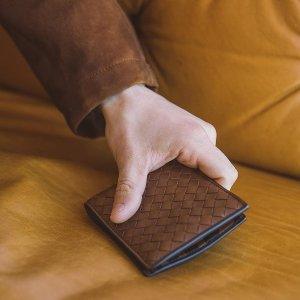 立减$100Bottega Veneta 经典编织男士卡包、钱包、鞋履热卖