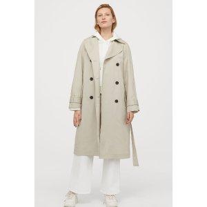 米色风衣外套