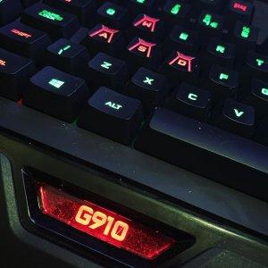 5.9折 €117.61(原价€199)Logitech 罗技 G910机械键盘 带手机支架 手游网游两不误