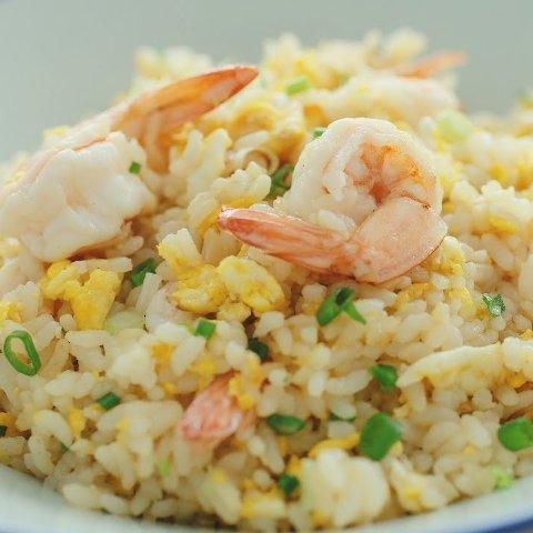 化腐朽为神奇的时刻剩米饭别再只是热热了 这样炒米饭好吃一万倍