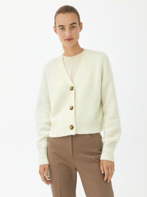 淡黄色针织外套