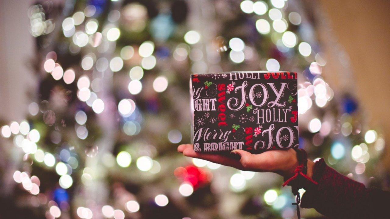 钱包又捂不住了,2019各大彩妆圣诞限量|哪一款戳中你的心,快快把它收入囊中吧