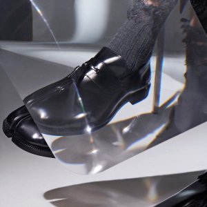 低至4.5折 联名款运动鞋$340Maison Margiela 高级美感 收德迅鞋、配饰 卫衣等