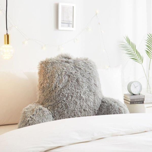灰色长绒靠枕
