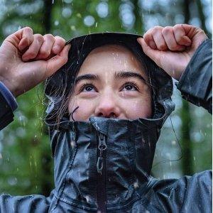 低至$39.98 (原价$79.99)Columbia Switchback III 女士防水防雨冲锋衣