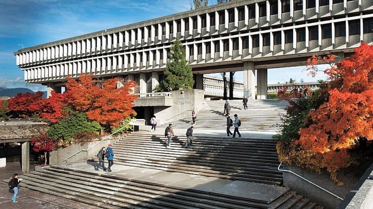 麦克林杂志评选:2022年加拿大大学榜单出炉!快来看看最好综合类大学,以及最强商科、工科、和医科类大学有哪些!