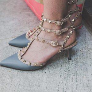 定价优势+低至7折  铆钉平底鞋$400Valentino美鞋美包再降价  铆钉钱包$245收