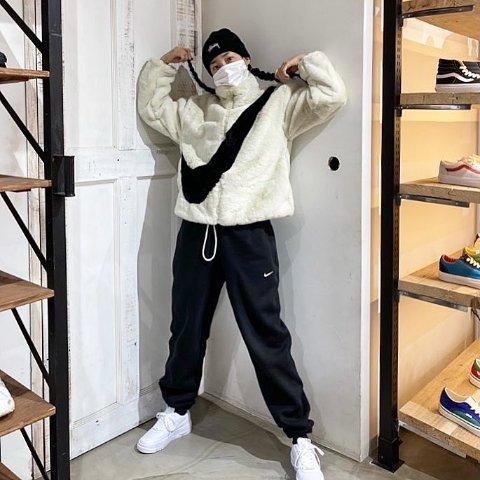 """£129.95 + 包邮  黑色补货!Nike 爆款""""人造貂""""女款潮流夹克 收Jennie同款米白色"""