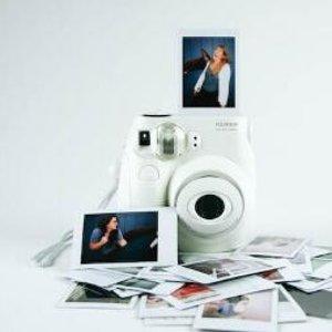 $39.99+包邮 限今日史低价补货:Fujifilm Instax Mini 26 拍立得+彩虹相纸套装