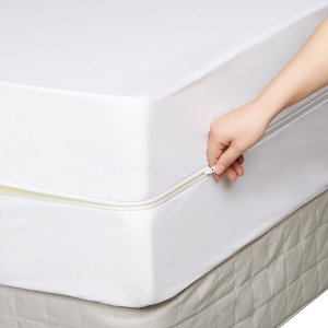 $12AmazonBasics Fully-Encased Waterproof Mattress Protector - Twin, Standard 12 to 18-Inch Depth