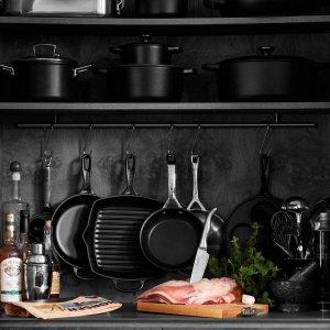 低至6.6折 €164收20cm款Le Creuset 铸铁砂锅热促 低调磨砂黑 配有硅胶锅架