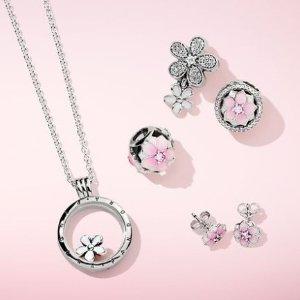 $15起+部分9折 给你的桃花运加点分PANDORA Jewelry 花漾春姿项链、戒指、串珠等热卖