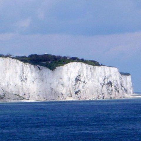 现价£35/人(原价£64)White Cliffs of Dover  多佛白崖 坎特伯雷教堂一日游 伦敦出发