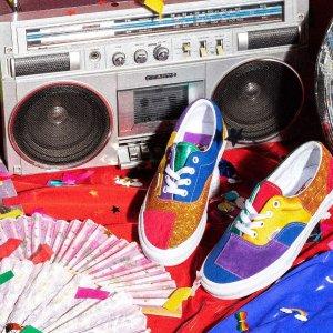 新人8折!€12收爱心彩虹眼镜VANS Pride 彩虹系列新上架 经典鞋型彩虹色新演绎