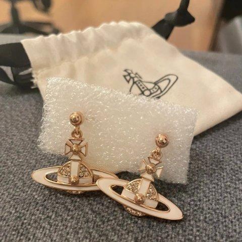 全线8.5折 珍珠款土星手链闪现!独家:Vivienne Westwood 又甜又酷小土星项链、耳饰热促 超强新品上线