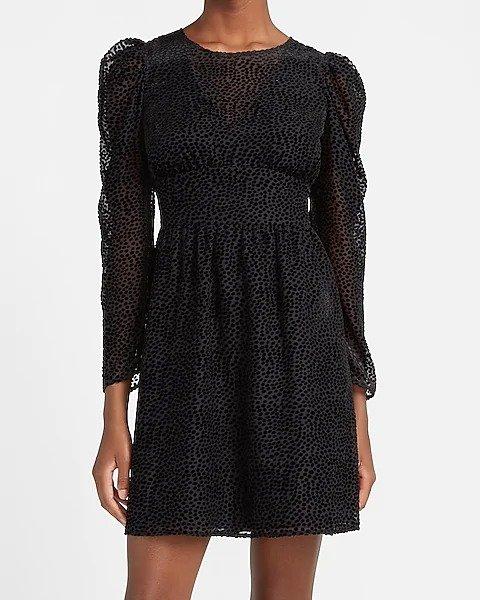 泡泡袖小黑裙