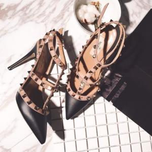 1.5折起 铆钉皮鞋£259上新:Valentino 美鞋闪现好折 铆钉鞋、小白鞋、靴子好价速收