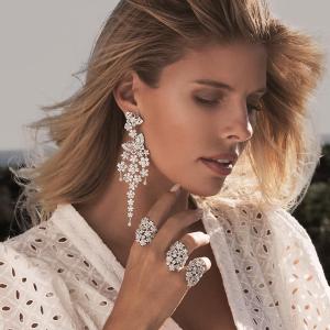 钻母贝珍珠戒指¥623黑五价:摩纳哥 APM Monaco 精选首饰 限时6折热卖中