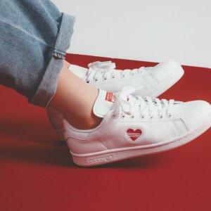 £74.99收 码全!adidas 情人节限定小红心Stan Smith小白鞋 上线啦!