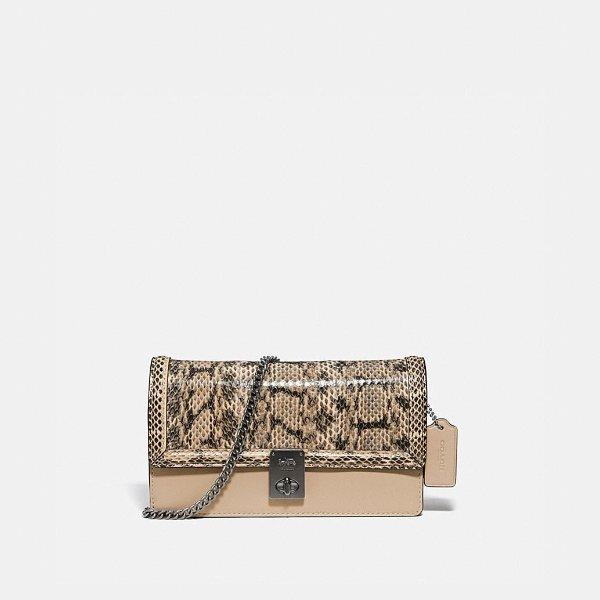 Hutton 蛇纹链条包