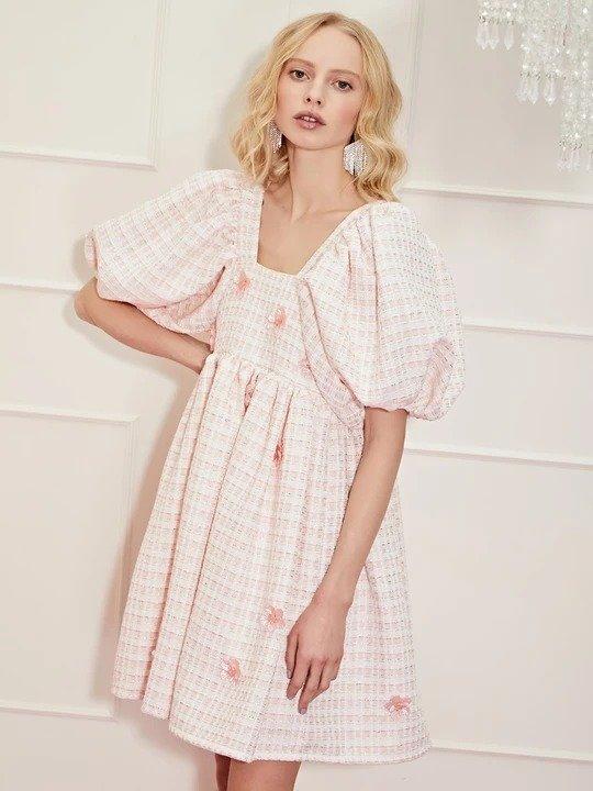 粉色泡泡袖连衣裙