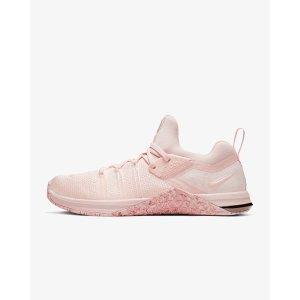 Nike粉色运动鞋