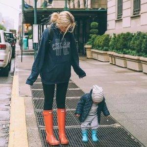 低至5折+额外8.5折  收国民雨鞋独家最后一天:Hunter 官网现有 男女儿童雨鞋特价促销